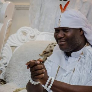 Ooni Of Ife Hosts Tuface And Annie Idibia At His Palace, Tuface Sings For Them