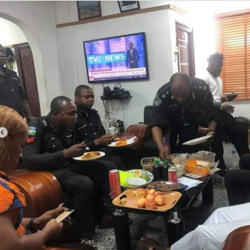 Rare Photos Of Police Officers As They Break Ramadan Fasting Together