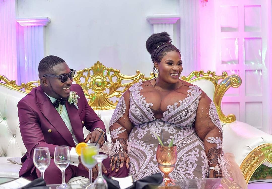 Trending Wedding Photos Of A Groom And His Big-Sized Bride