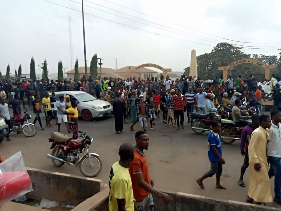 SARS Vs Civilians! 5 Feared Dead, Many Injured In Sagamu As Youths Protest Against SARS Brutality