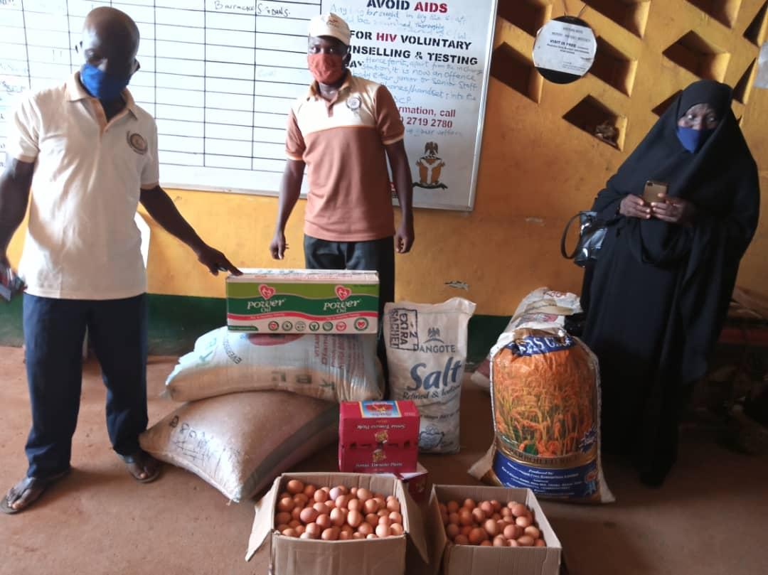 Ramadan: ljebu-Remo ZSF Foundation Distributes Food Items To Residents