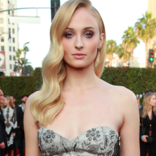 """Game Of Thrones' Sophie Turner Makes A Shocking Revelation, Says She Is """"Gay"""""""
